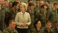 Von der Leyen besucht Kampfhubschrauberregiment