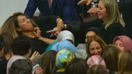 Frauen prügeln sich im türkischen Parlament
