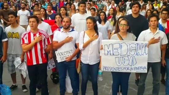 Nach schweren Ausschreitungen gehen Proteste weiter