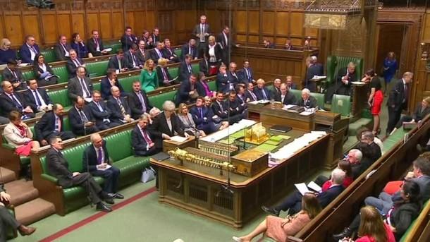 Britisches Parlament stimmt Neuwahlen zu