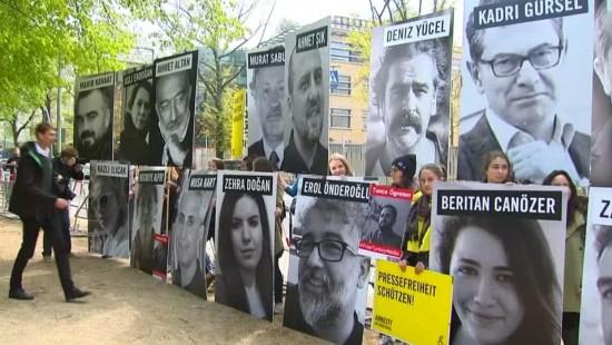 Proteste vor türkischer Botschaft
