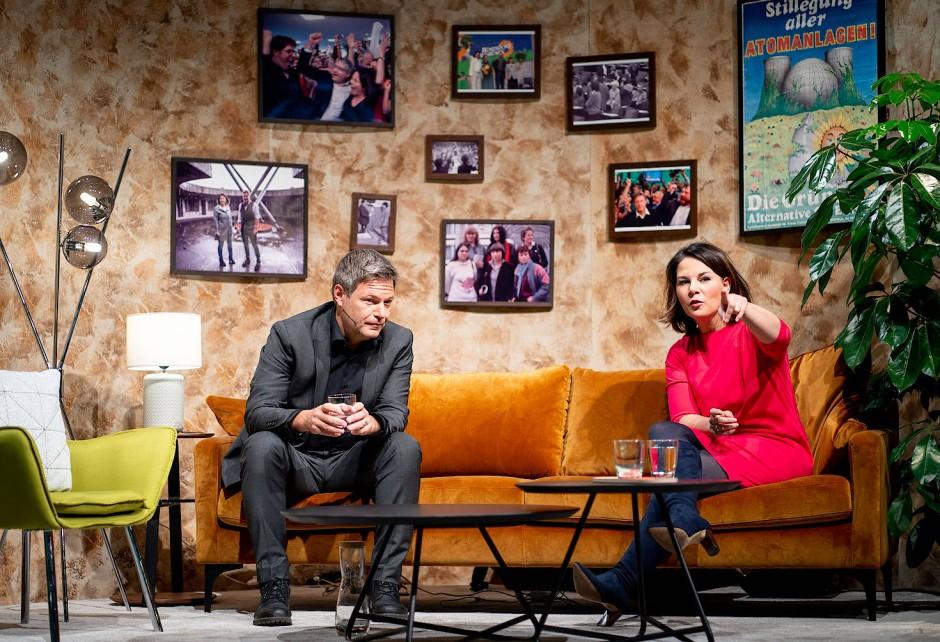 Die Vorsitzenden der Grünen, Robert Habeck und Annalena Baerbock beim digitalen Parteitag.