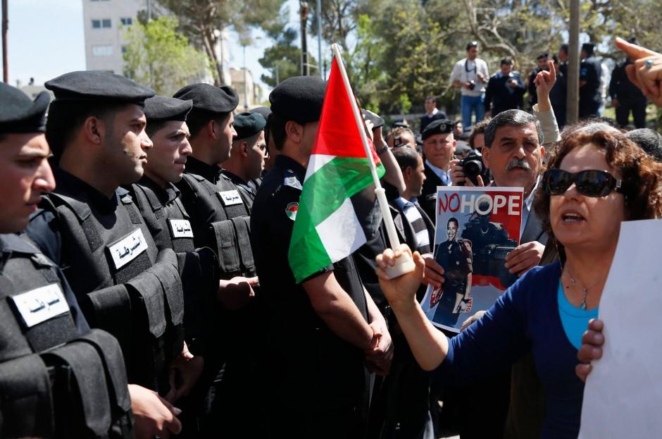 Protest jenseits der Absperrung am Donnerstag nahe Ramallah