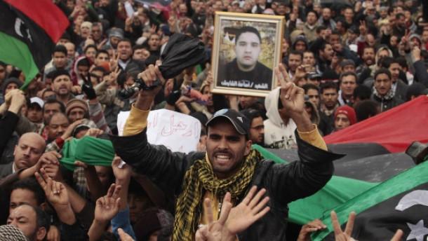 Prügeleien und Schüsse in Tripolis