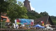 Teil der Partei? AfD-Stände vor dem Kyffhäuser-Denkmal in Thüringen