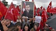 Anhänger des türkischen Präsidenten bei der Pro-Erdogan-Demonstration am 31. Juli in Köln.