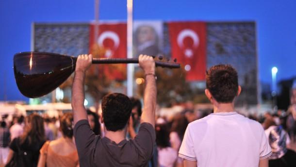 Polizei hält Stellung auf dem Taksim-Platz