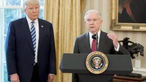 Trump wirft Sessions doppelte Standards vor