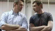 Die Nawalnyj-Brüder vor Gericht: Alexej (links) und Oleg