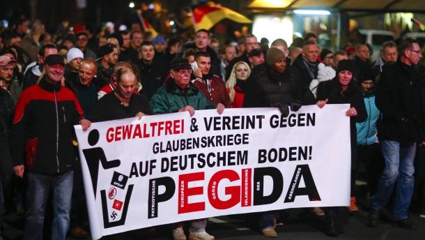 Proteste in Dresden: So sieht das Ausland Pegida - Inland ...  Proteste in Dre...