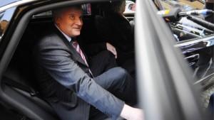 Mehrere Minister haben Dienstwagen im Urlaub genutzt