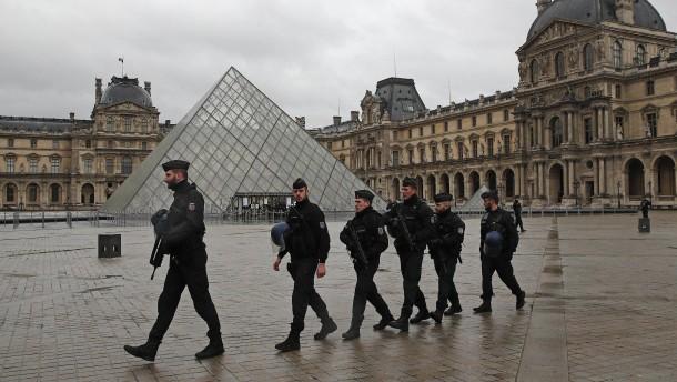 Louvre-Angreifer offenbar mit Touristenvisum eingereist