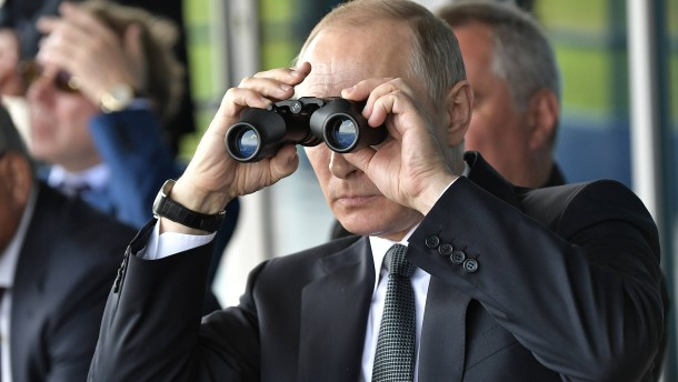 Putins Armee steht an der Grenze