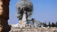 Kulturbarbarei: IS-Kämpfer sprengen Ende August 2015 in Palmyra den 2000 Jahre alten Tempel von Baalshamin.