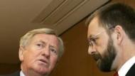 """Rats-Vorsitzender Zehetmair (l.): """"Es ist mühsam"""""""