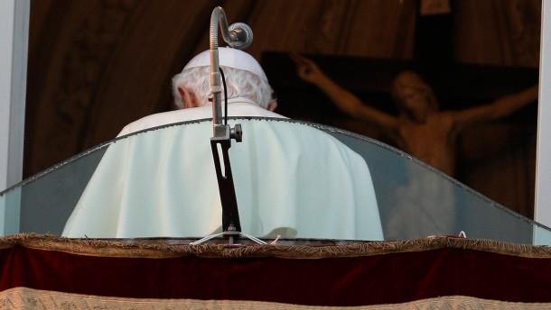 Nach der letzten Ansprache: Benedikt XVI. am Fenster seiner Sommerresidenz in Castel Gandolfo