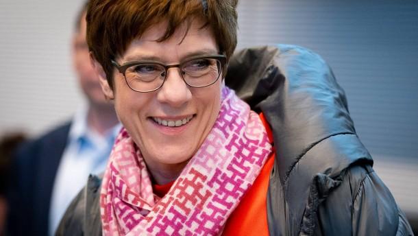 Kramp-Karrenbauer will FDP vor möglicher AfD-Volte gewarnt haben
