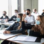 Schülerinnen und Schüler am 17. November in einem Geographie-Seminar in der Jahrgangsstufe elf am staatlichen Gymnasium Trudering