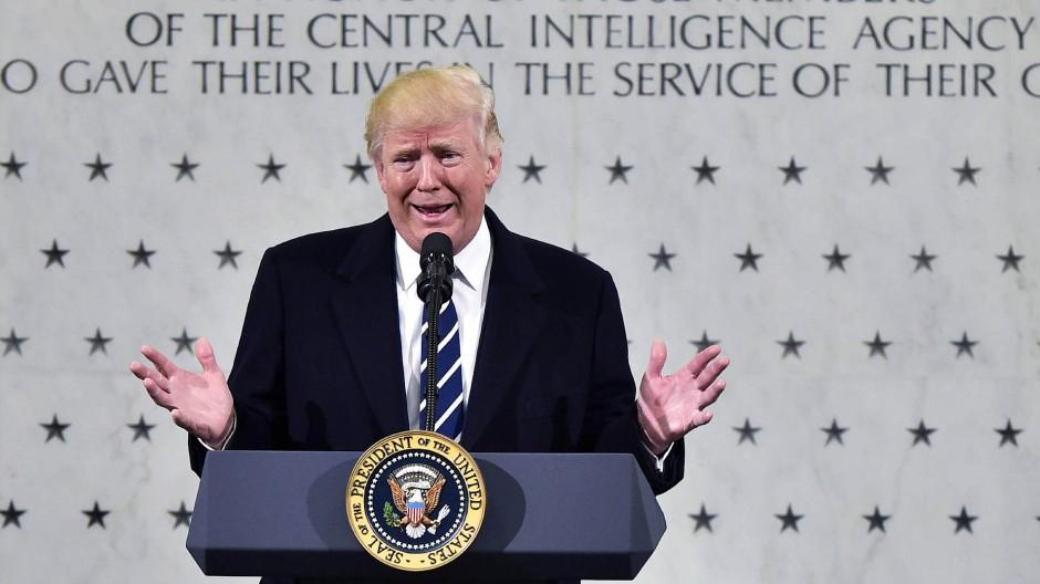 """""""Ich bin zu 1000 Prozent auf Eurer Seite"""": Präsident Donald Trump spricht im CIA-Hauptquartier in Langley"""