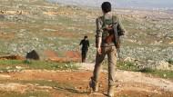 Kämpfer der Freien Syrischen Armee im nördlichen Umland von Aleppo. Die Lage nach Beginn der Waffenruhe ist ruhiger, dennoch soll es massive Verstöße geben.