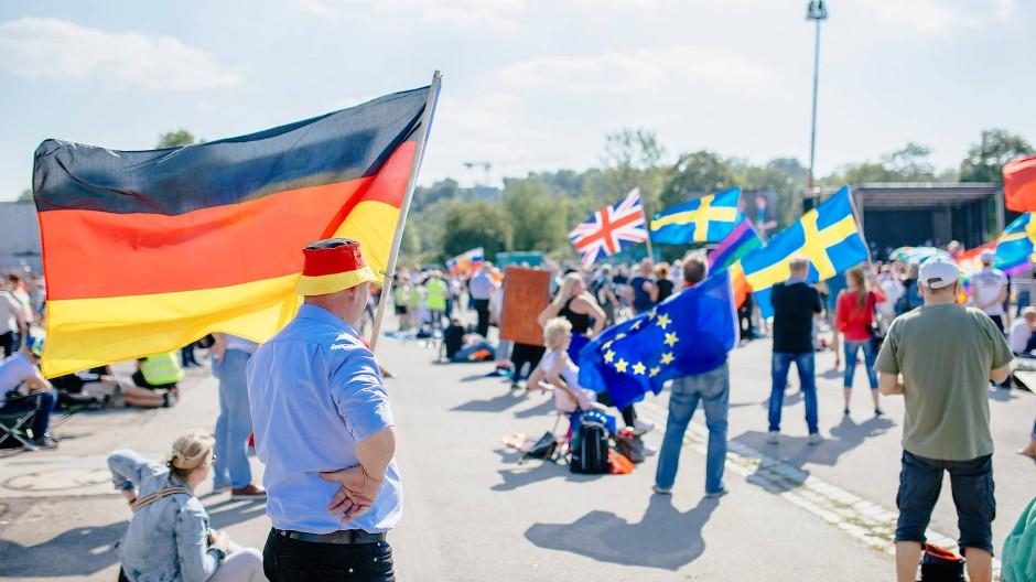 "Ein Protestkessel Buntes: ""Querdenken""-Demonstration gegen Coronamaßnahmen Ende Mai in Cannstadt"