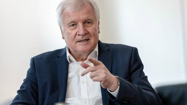 Seehofer: Union muss mutiger werden