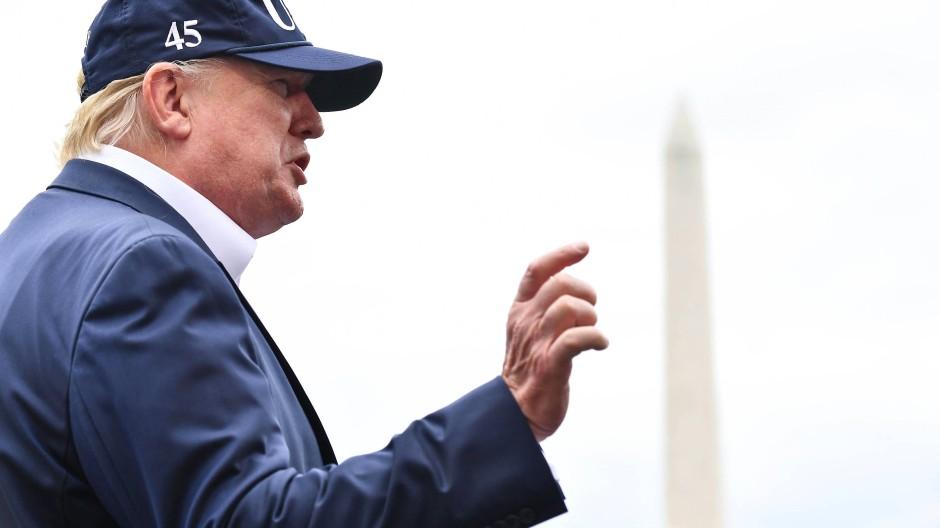 Donald Trump spricht vor dem Weißen Haus am 1. September mit Journalisten nach seiner Rückkehr aus Camp David.
