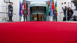 Libyen-Gipfelerklärung sieht Entwaffnung der Milizen vor