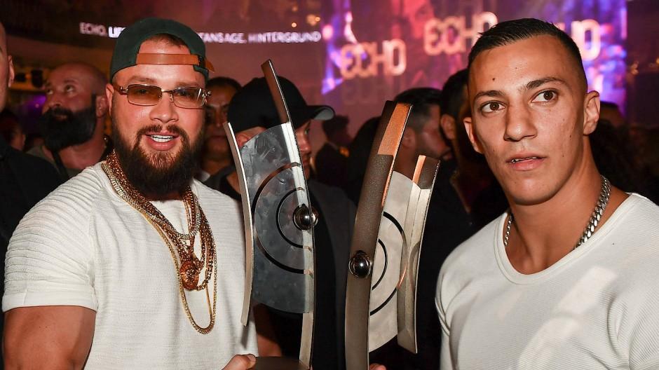 Gewaltverherrlichung: Die Rapper Kollegah und Farid Bang haben in ihren Texten keinerlei Hemmungen.