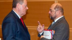 SPD wehrt sich gegen Steinbrück-Kritik an Schulz