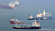Schiffe in der Straße von Malakka vor Singapur (Archivbild)