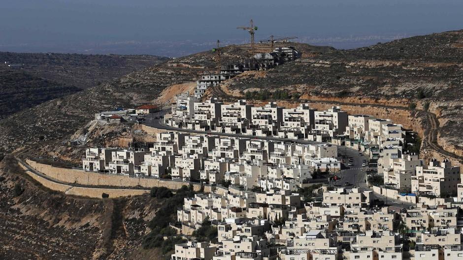 Die israelische Siedlung Givat Zeev nahe Ramallah im Westjordanland