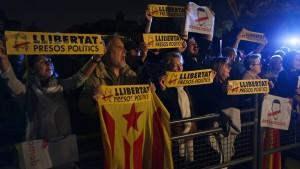 Spanische Justiz inhaftiert ehemalige Regierungsmitglieder