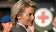 """Verteidigungsministerin Ursula von der Leyen pflegt engen Kontakt zu den Experten der SPD, die nun die Bundeswehrreform """"justieren"""" wollen"""