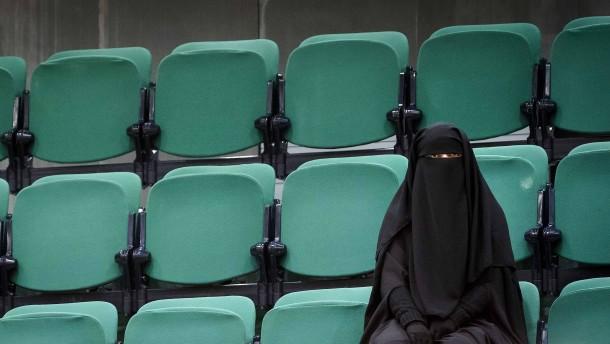 Klöckner fordert abermals Burka-Verbot