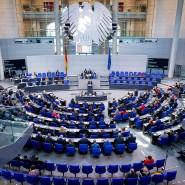 Nicht weniger, aber nicht noch mehr: Die CDU-Spitze will vermeiden, dass nach der nächsten Wahl über 800 Abgeordnete im Bundestag sitzen.