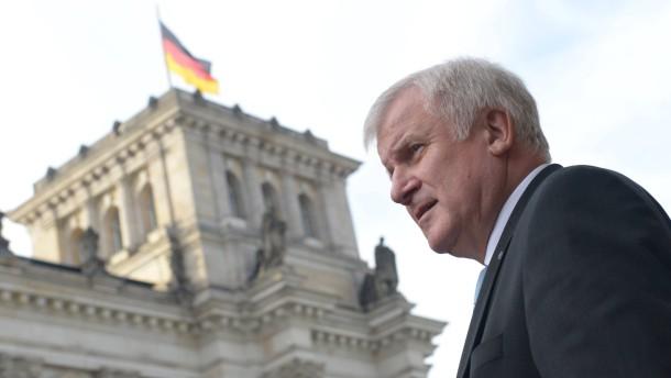 Horst Seehofer aliado de Merkel alerta em relação à Rússia