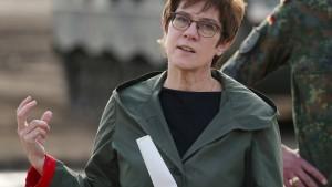 Kramp-Karrenbauer fordert stärkere Führungsrolle für Deutschland