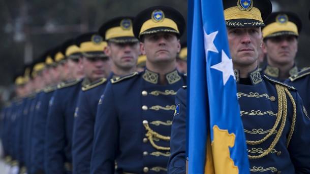 Kosovo baut eigene Streitkräfte auf