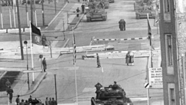 Krieg in Sicht am Checkpoint Charlie