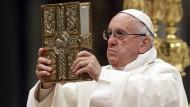 Der Vorschlag von Papst Franziskus, das Vaterunser zu ändern, wird in Deutschland sowohl von der katholischen als auch von der evangelischen Kirche abgelehnt.
