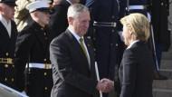Verteidigungsminister unter sich: Mattis und von der Leyen