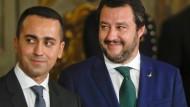 Gut lachen für Matteo Salivni (rechts), Luigi di Maio, Anführer der Fünf-Sterne-Bewegung, steht hingegen unter Druck.