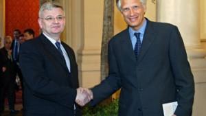 Fischer, de Villepin und Iwanow fordern UN-Mandat