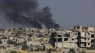 Die Syrischen Demokratischen Kräfte haben nach eigenen Angaben rund die Hälfte der IS-Hochburg Raqqa eingenommen.