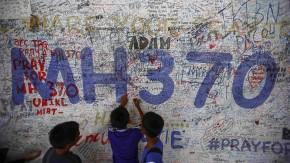 Eine Wand voller Anteilnahme: Botschaften an die Passagiere von Flug MH370 am Flughafen von Kuala Lumpur