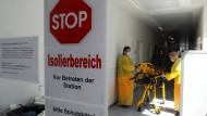 Erster Ebola-Patient in Deutschland gelandet