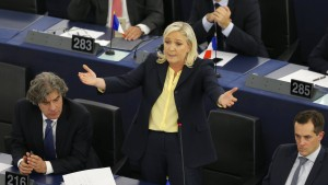 FN-Chefin schmäht Hollande als Merkels Vize-Kanzler