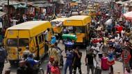Am schnellsten wächst die Bevölkerung in Afrika: Straßenszene in Lagos, Nigeria