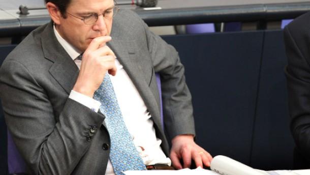 """""""Bayreuth erleichtert Guttenberg das politische Überleben"""""""